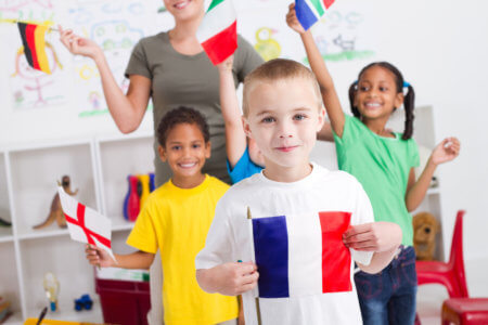 Hány éves kortól járjon gyermekünk nyelvórára?